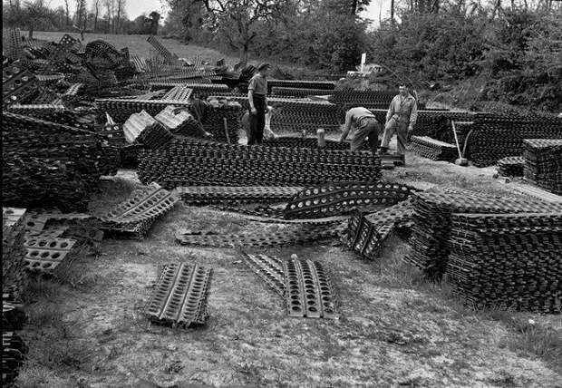 Сборные стальные коврики   после войны использовались для постройки взлетных полос, ограждений, укрепления дорог