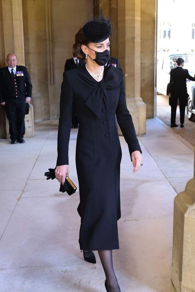 Кейт Миддлтон надела на похороны украшение-подарок Елизаветы II