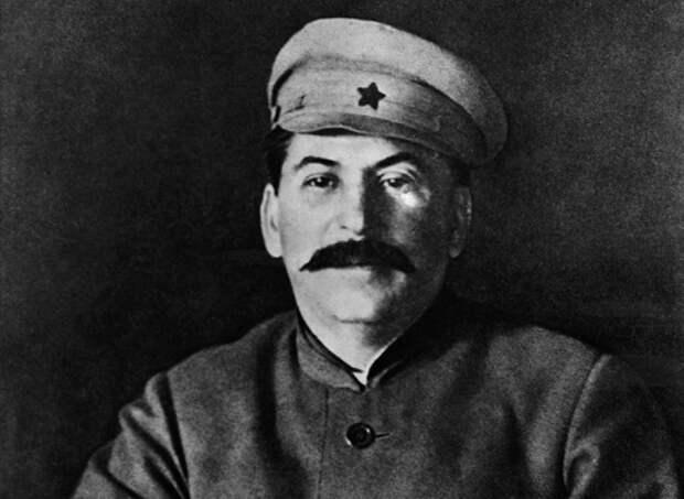 Как Сталин поступил со своей секретаршей, которая обвинила его в предательстве