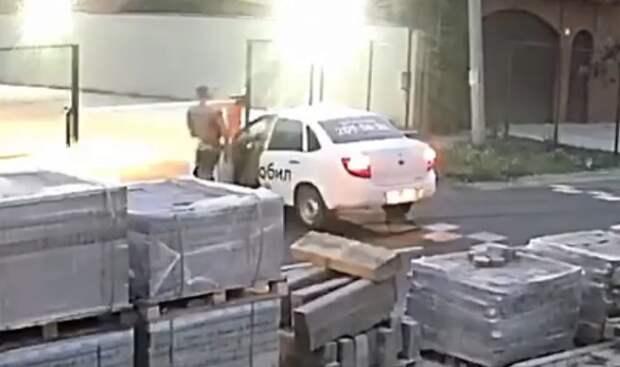 В Краснодаре таксист «СитиМобил» сбил курьера