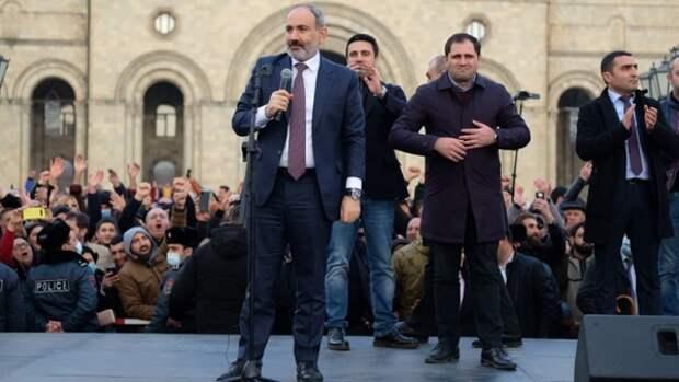Россия готова сохранять мир между Арменией и Азербайджаном добрым словом и пистолетом