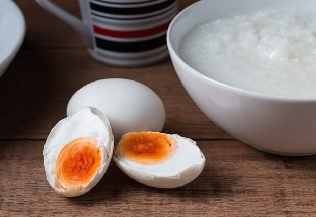7 блюд, которые готовят из яиц страусов, осьминогов, муравьев и других существ
