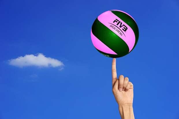На спортплощадку во дворе дома по Льва Яшина вернули волейбольную сетку