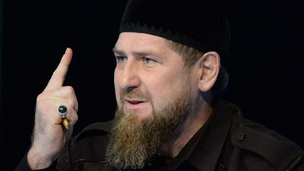Кадыров осудил помывших обувь в храмовом источнике молодых людей
