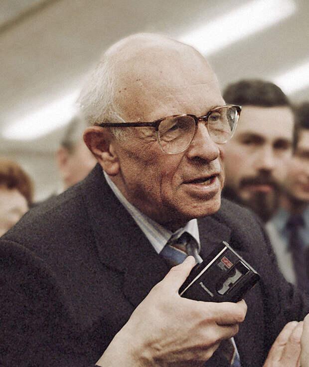 Писатель Сахаров