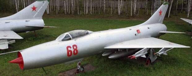 Истребитель-перехватчик Су-9: высотный реактивный СМЕРШ