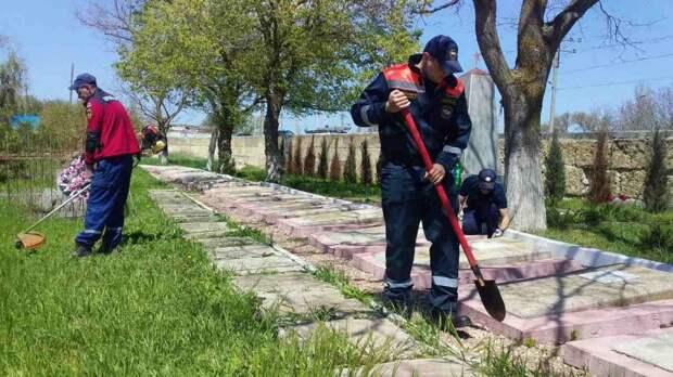 МЧС РК: Крымские спасатели привели в порядок более 40 памятных мест Великой Отечественной войны