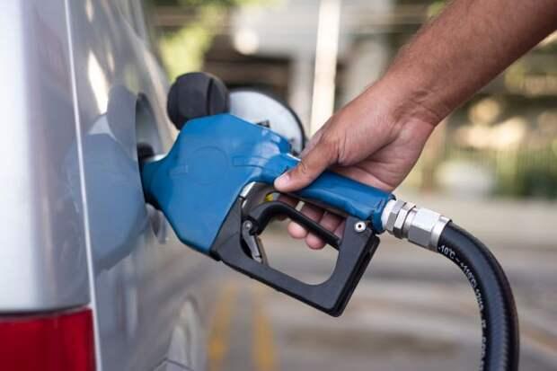 Новак поручил рассмотреть вопрос о запрете экспорта бензина