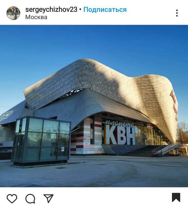 Фото дня: солнце раскрыло секреты конструкции здания «Планета КВН»