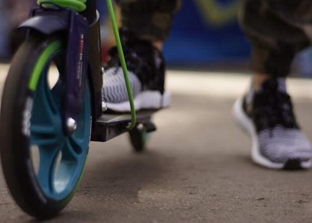 На юго-западе Москвы охранник магазина выстрелил в ребенка на самокате