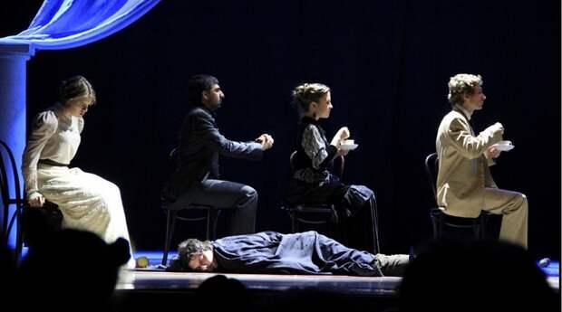 "Театр-студия ""Триптих"" на сцене. Фото из архивов театра."