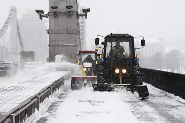 На улице Костякова убрали снежные заносы