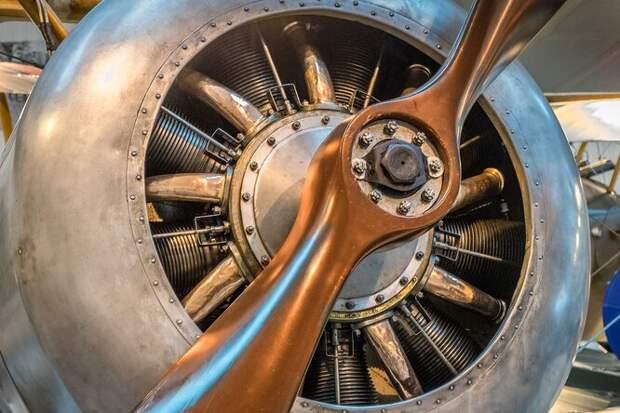 Как самолёты времён Первой мировой войны стреляли изпулемёта сквозь пропеллер