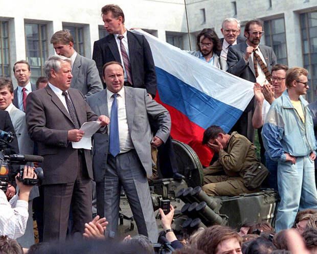 1991 Борис Ельцин на танке.jpg