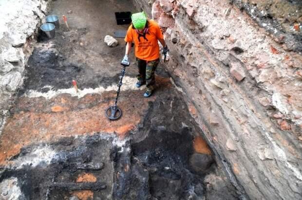Найти клад в Москве. Где в этом году разрешили раскопки?