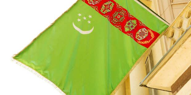 Двойной праздник: в Туркменистане отмечают День Конституции и Государственного флага