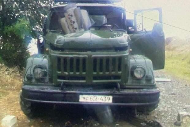 Огромная ракета насквозь пробила военный грузовик и чудом не взорвалась