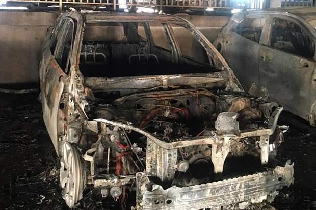 «Явно заказной поджог»: Парни в медицинских масках подожгли внедорожник в Химках и сняли все на телефон