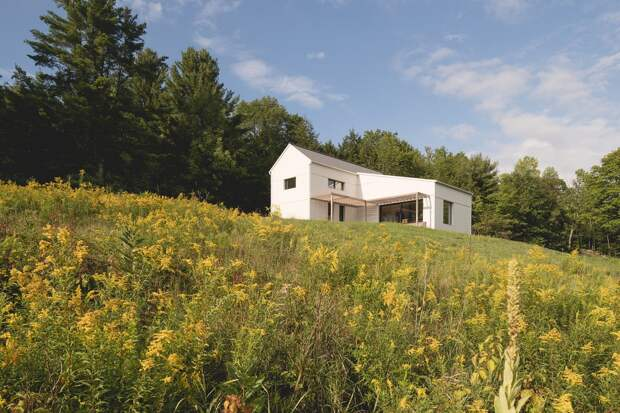 Двухэтажный пассивный дом на окраине заповедного леса в Канаде