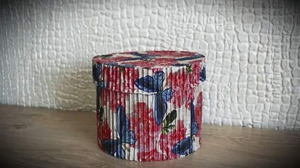 Сделайте роскошную упаковку для подарка из обычного картонной коробки