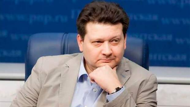 Американист оценил решение Кремля выслать спикера посольства США