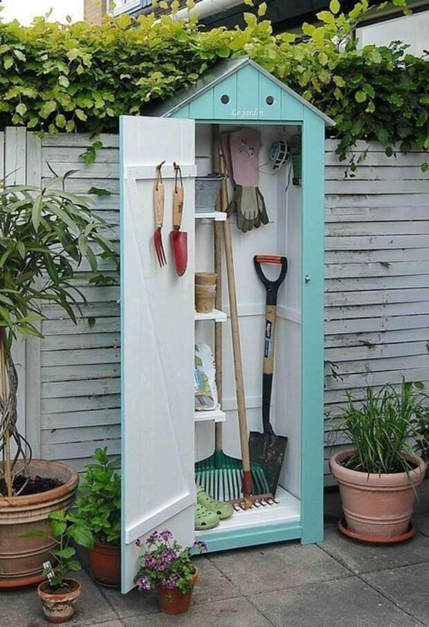Крошечный сарайчик для инструментов. | Фото: shopandmiles.info.