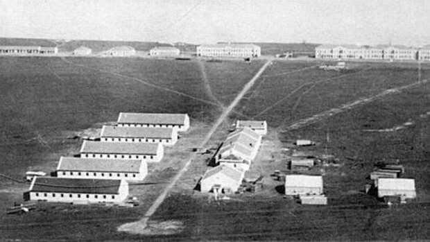 Летное поле и ангары Севастопольской авиационной школы. 1912 год
