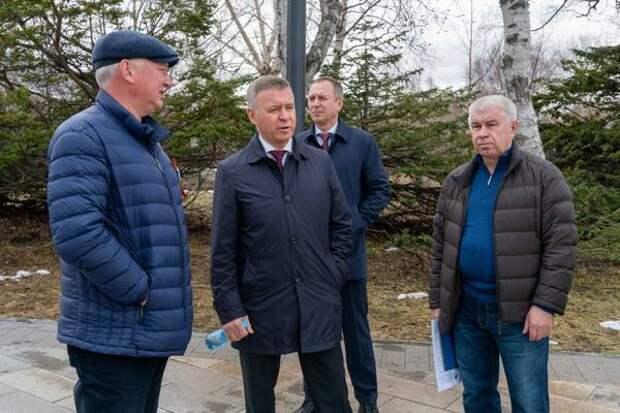 Мэр Южно-Сахалинска проверил ход подготовки к летнему сезону городского парка