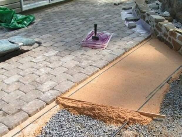 Укладываем тротуарную плитку самостоятельно.