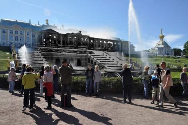 Петергоф 1943-2011 Большой каскад и туристы блокада, ленинград, победа
