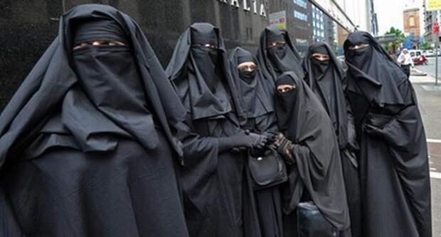 Британский элитный спецназ бежал из Афганистана, переодевшись в женскую одежду