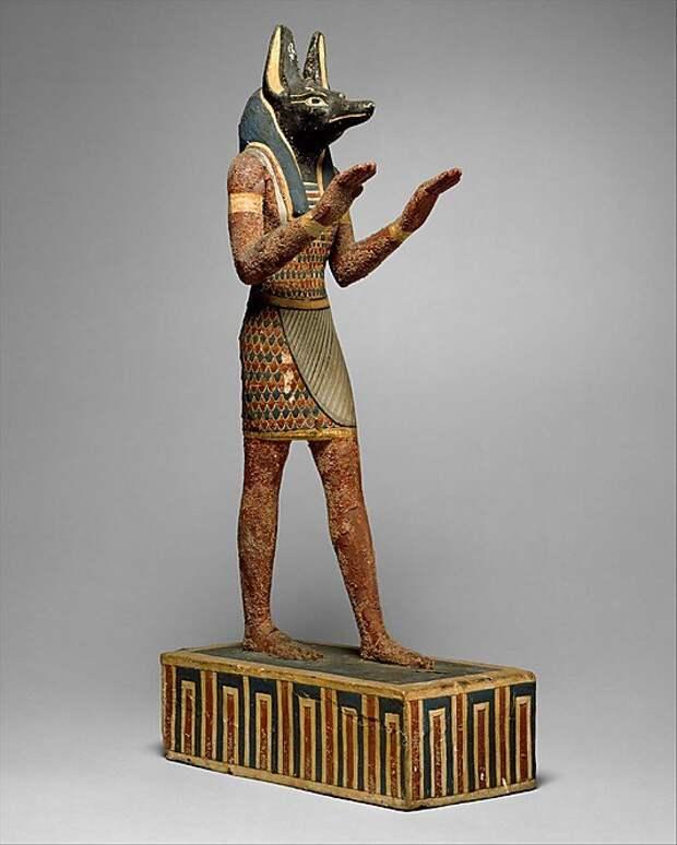 Статуя Анубиса. Птолемеевский период, конец I тысячелетия до н.э. (с) Фото — музей Метрополитен