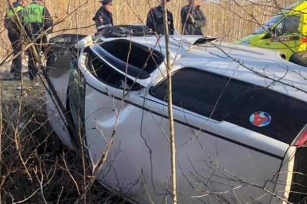 Минивэн улетел в кювет в Хабаровском крае, на месте работали спасатели