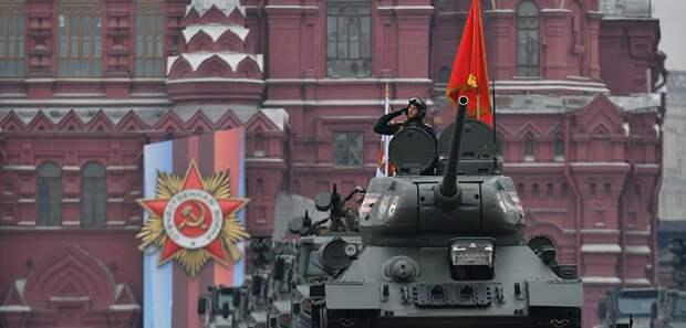 """Сложилась """"традиция"""" искажать историю. Американский профессор напомнил о роли Красной армии в победе над нацизмом"""