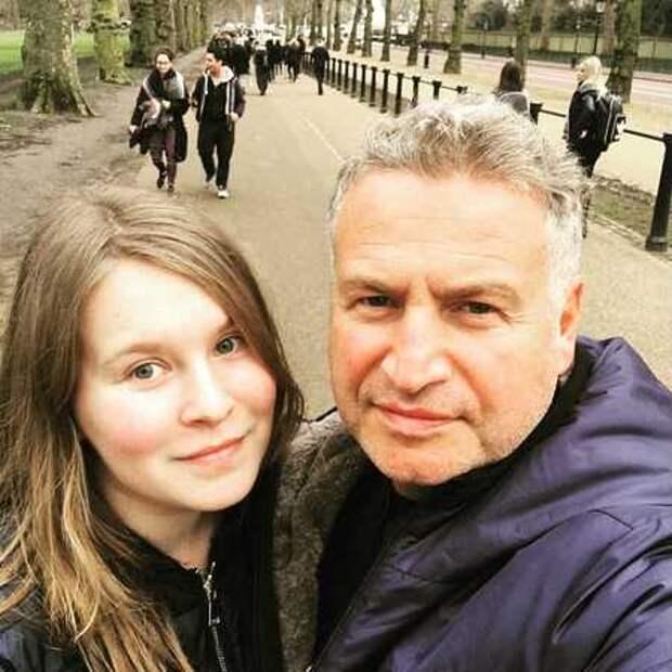 Леонид Агутин поздравил старшую дочь с 25-летием и опубликовал ее редкие фото