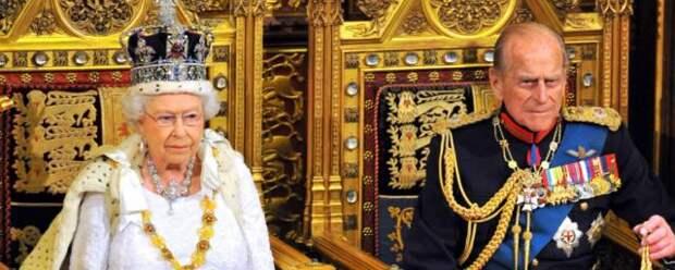 В Сети появились неопубликованные ранее фотографии королевской семьи Британии