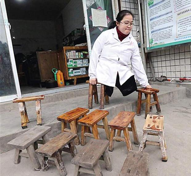 Безногая девушка сносила 30 стульев за 15 лет, работая сельским врачом