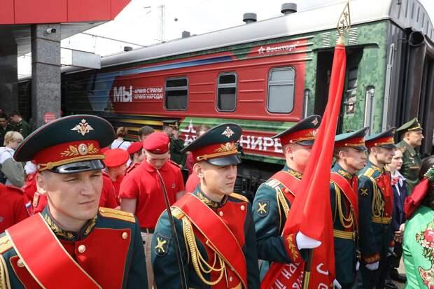 Агитпоезд «Мы— армия страны. Мыармия народа» сделал стоянку в Нижнем Новгороде: смотрим фото с передвижной выставки