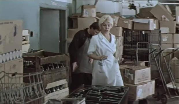 Ужасы советской торговли в старом фильме.