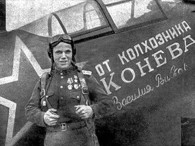Иван Кожедуб у своего истребителя. wikipedia