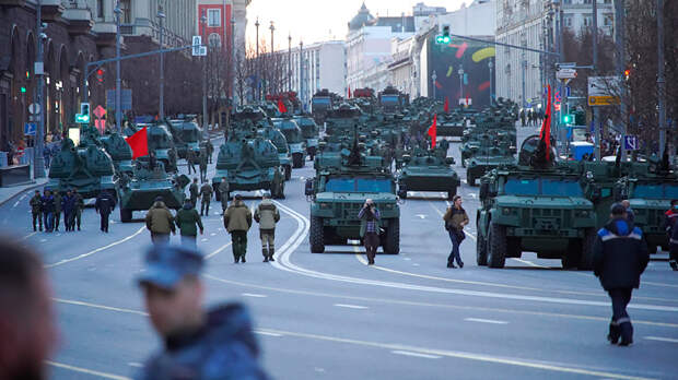 """Мир спасут """"Коалиции"""" """"Ярсов"""". Пока они проезжают по Красной площади, с миром всё в порядке"""