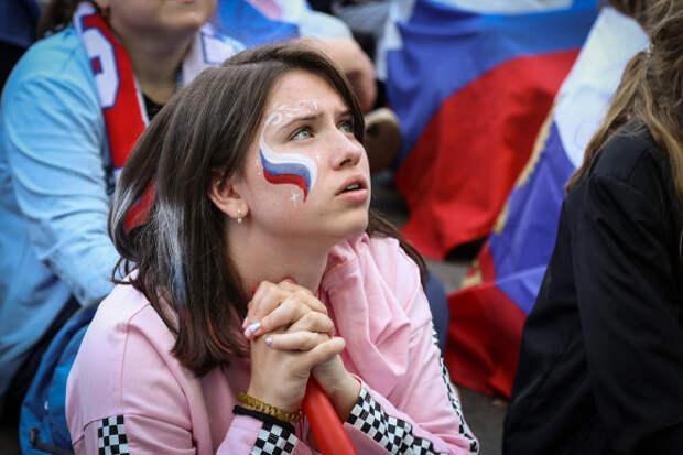 «Привет, наши парни!»: сборная России за день до начала Евро-2020 прибыла в Петербург (фото)