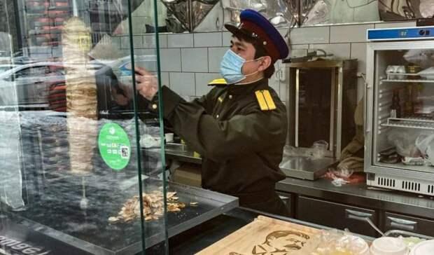 СМИ: полиция «наехала» нашаурмячную «Сталин», открытую вМоскве оренбуржцем