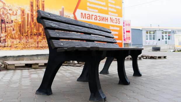 Новый экозавод: в Симферопольском районе впервые начали производить скамейки и урны из вторсырья