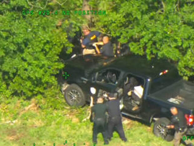 Масштабная погоня за похитителем двух полицейских  машин попала на видео