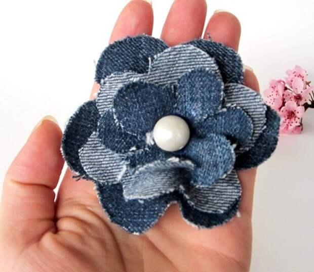 украшения своими руками из джинсы - брошь цветок из джинсы