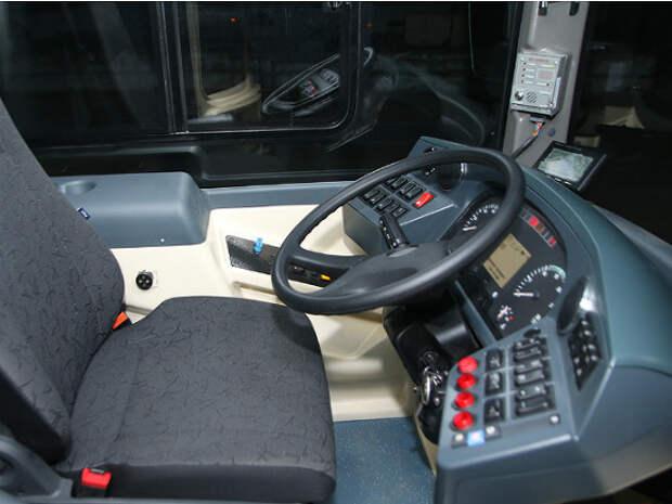 В Хабаровском крае перевернулся автобус с вахтовиками, пострадали два человека