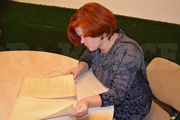 Ксения с книгой.jpg