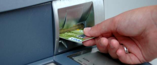 Банк списал деньги с карты – как вернуть?