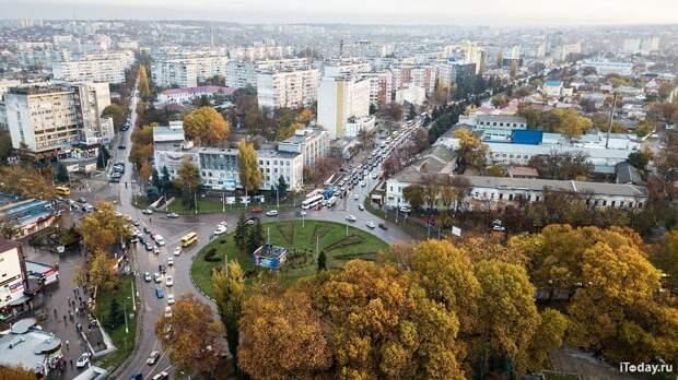 Еще один чиновник огорчился, что россияне не хотят работать за 15 тысяч. Реально ли прожить на эти деньги?